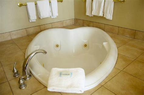 hotels in cleveland with tub in room room picture of inn express cleveland downtown cleveland tripadvisor