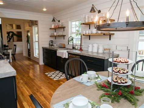 bed breakfast and joanna gaines fixer upper renovation and holiday decor at magnolia
