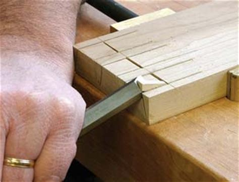 Half Blind Dovetails Free Jewelry Holder Diy How To Build A Jewelry Box
