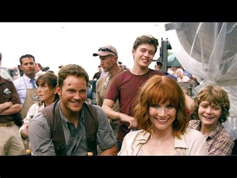 jurassic world you can enjoy full length streaming of this jurassic world featurette quot bienvenue 224 jurassic world