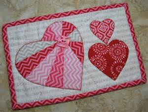 Quilt block patterns for valentines day 4 3 hearts mug rug pattern