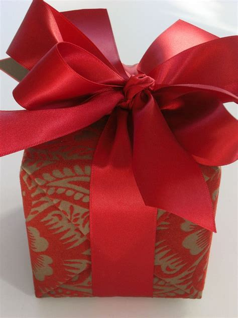 wrap gifts 12 best elegant gift wrapping images on pinterest gift