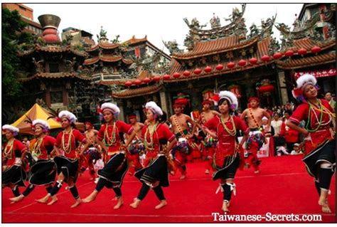 new year traditions customs taiwan taiwanese culture photo gallery 25 awe inspiring pictures