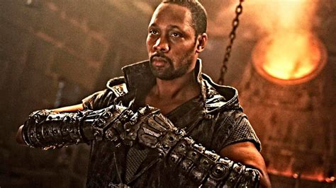 film action rating tertinggi 2017 review the rza returns in man with the iron fists 2 yes