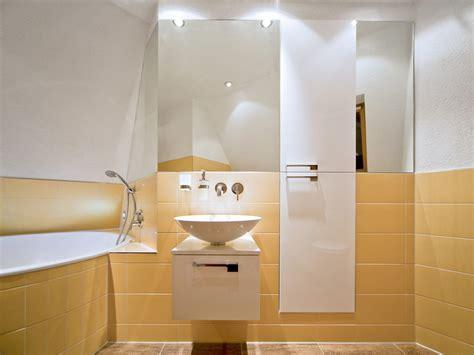 wie ein badezimmer umgestaltet 7 tipps f 252 r das badezimmer unterm dach bauen de