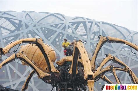 Robot Labalaba Terbaru foto pertarungan robot laba laba dan kuda naga hebohkan warga china merdeka