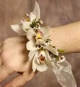 bridesmaid corsage sassy s journey to happiness weeding corsages