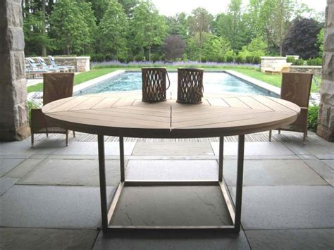 Outdoor Dining Tables For 10 10 Easy Pieces Wood Outdoor Dining Tables Gardenista
