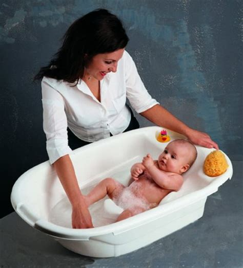 best bathtub for newborns the best ish baby bath
