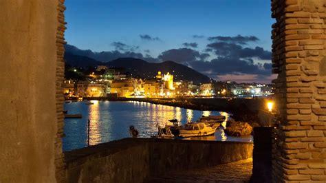 vacanze a ischia vacanze a ischia viaggio a ischia con expedia it