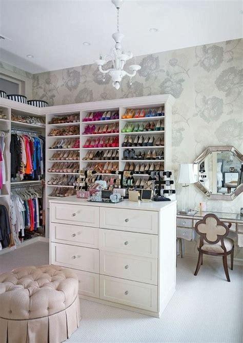 schrank zimmer einrichten ankleidezimmer einrichten tipps tricks und inspirationen