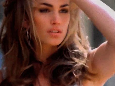 cindy crawford model gif find amp share on giphy