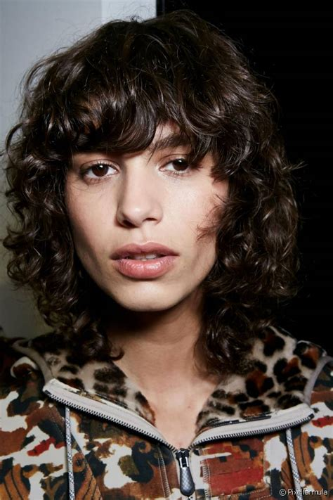 how to wear bangs with curly hair