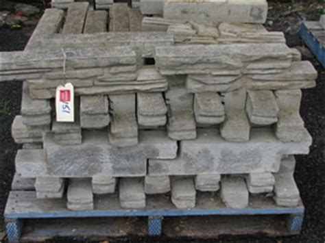 Bush Rock Garden Edging Pallet Approx 66 Walling Blocks Or Garden Edging Ezi Bush Rock Grey C Auction 0151