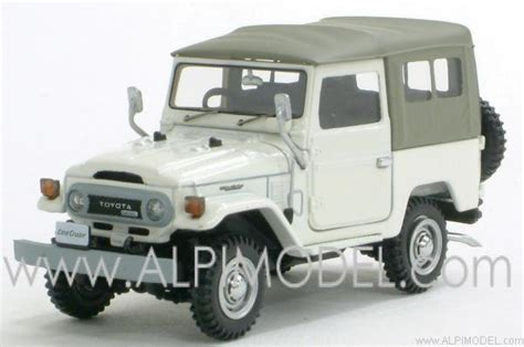Ebbro Land Cruiser 1 ebbro toyota land cruiser bj40 white 1 43 scale model