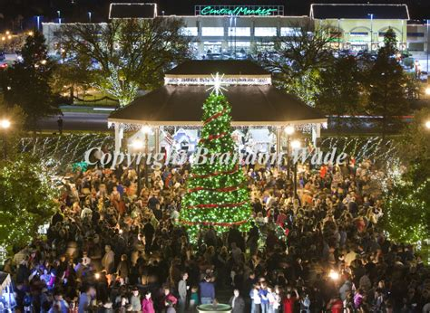 santa clause lights up the southlake town square christmas