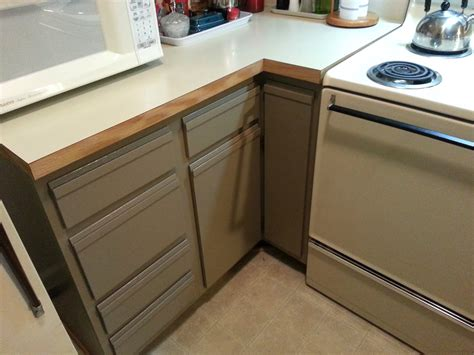 Laminate Paint Kitchen Cupboards by Foobella Designs Painting Laminate Kitchen Cabinets Done