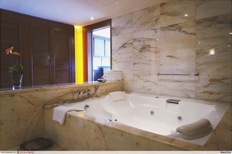 hotel bathtub 10 epic singapore hotel rooms you must see to believe