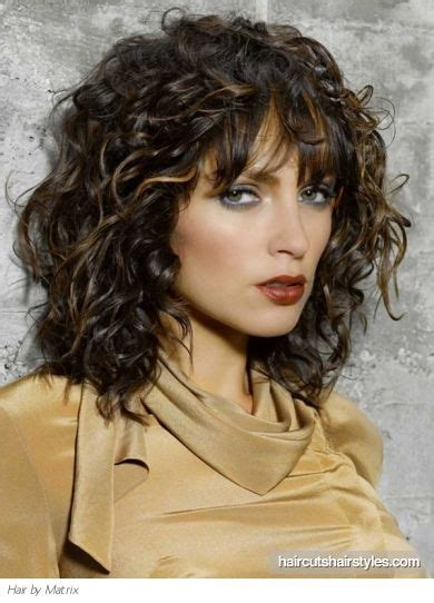 curly face framed hairstyles 25 best ideas about curly hair with bangs on pinterest