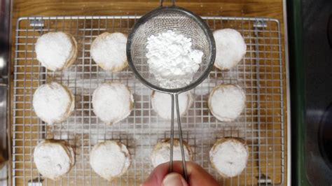 how many cups are in a box of powdered sugar reference com