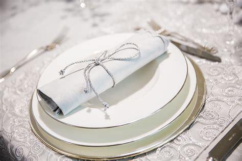 tavola natalizia e argento come apparecchiare la tavola per natale