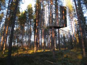 Reflective Hunting Blinds An Inspiring Mirrored Treehouse Design You Ll Want To