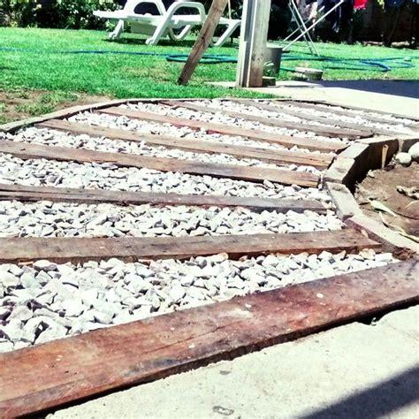 camino a pallet camino de jard 237 n hecho con palets y piedra partida ideas