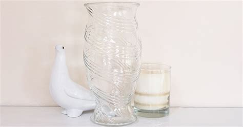 How To Clean Vase by How To Clean Glass Vases Popsugar Smart Living