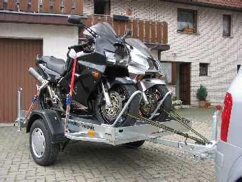 Motorrad Transport Re by Tip Fahrzeugtransport