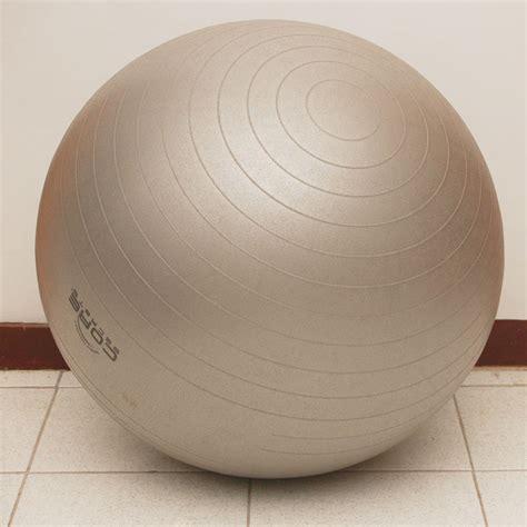 fitball come sedia come gonfiare una fitball 6 passaggi wikihow