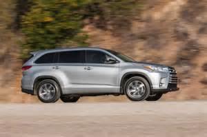Toyota Xle Awd 2017 Toyota Highlander Xle Awd Front Three Quarter In