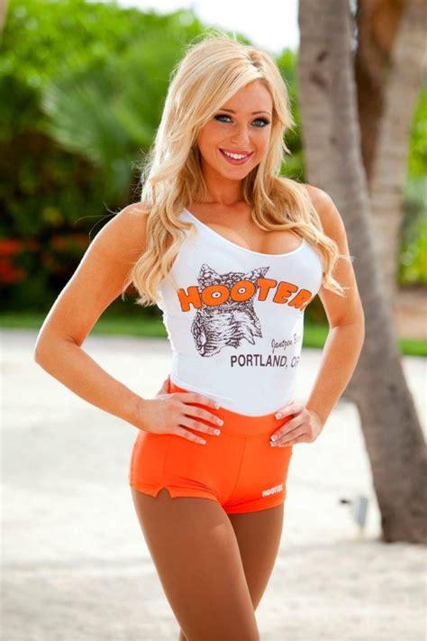 alexa from hooters of jantzen beach hooter babes pinterest girls