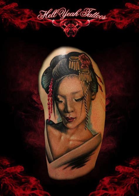 geisha tattoo znaczenie tatuaż ramię japoński gejsza przez hellyeah tattoos