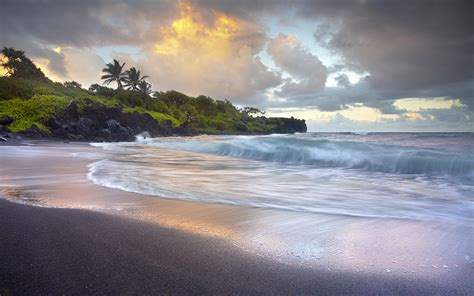 black sand beaches hawaii waves crashing onto wai anapanapa black sand h na hd wallpapers