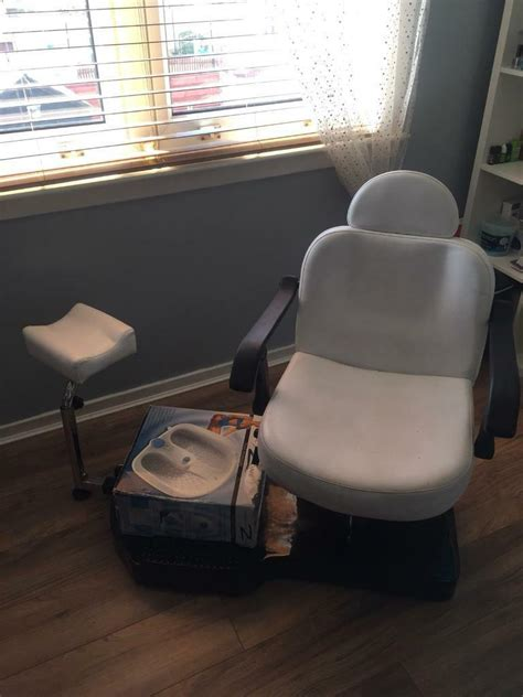 waxing threading pedicure eyelash extension beauty chair  falkirk gumtree