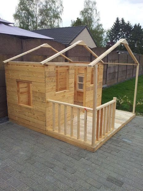 pallets playhouse play houses pallet playhouse diy