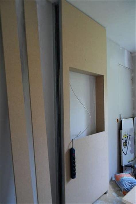 Accrocher Tv Mur Sans Voir Fils by Tv Au Mur Comment Cacher Les Fils Recherche