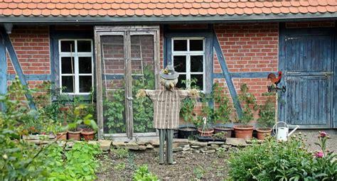 finestra cortile foto gratis spaventapasseri cortile architettura