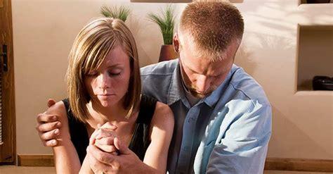 imagenes parejas orando la poderosa oraci 243 n que est 225 transformando los matrimonios