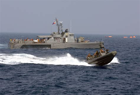 Us Navy Search File Us Navy 090906 N 0120r 068 A Philippine Navy Patrol Boat And An 11 Meter Rigid