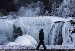 niagara falls frozen halt subfreezing temperatures freeze water daily mail