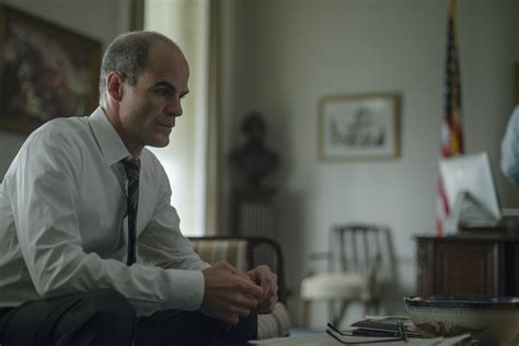 michael kelly house of cards house of cards season 2 images house of cards stars kevin spacey collider