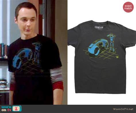 Sheldon Cooper Wardrobe by Wornontv Sheldon S Black Graphic Shirt On The Big