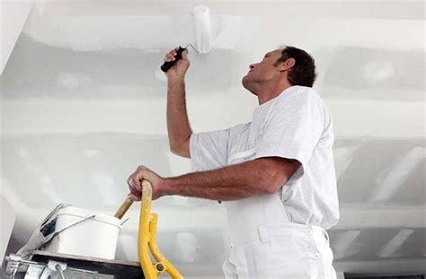 pitturare il soffitto pitturare il soffitto senza schizzi di vernice