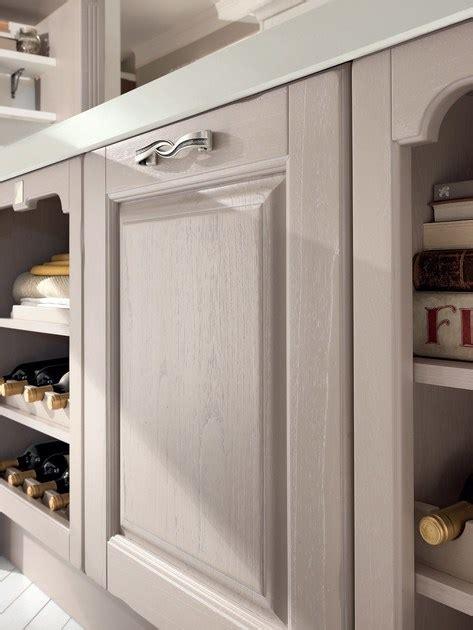 maniglie cucine cucina in legno con isola con maniglie cucina