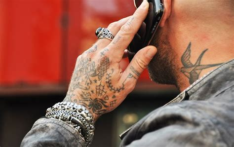 old school tattoo in hand nice tattoos for men tattoos art