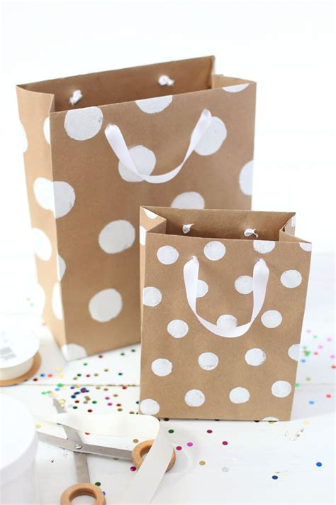 How To Make A Gift Bag With Wrapping Paper - how to make professional looking gift bags a beautiful mess