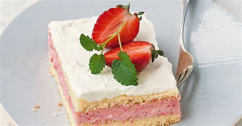 erdbeer biskuit kuchen erdbeer biskuit schnitten rezept k 252 cheng 246 tter