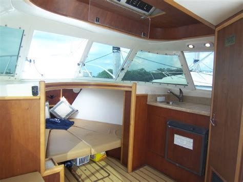 31 bertram 31 flybridge cruiser the hull