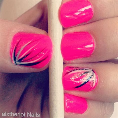 easy nail art with thin brush this is really easy just use your nail art brush and